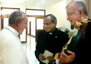 Rencontre entre le Père Chavez et le Pape François