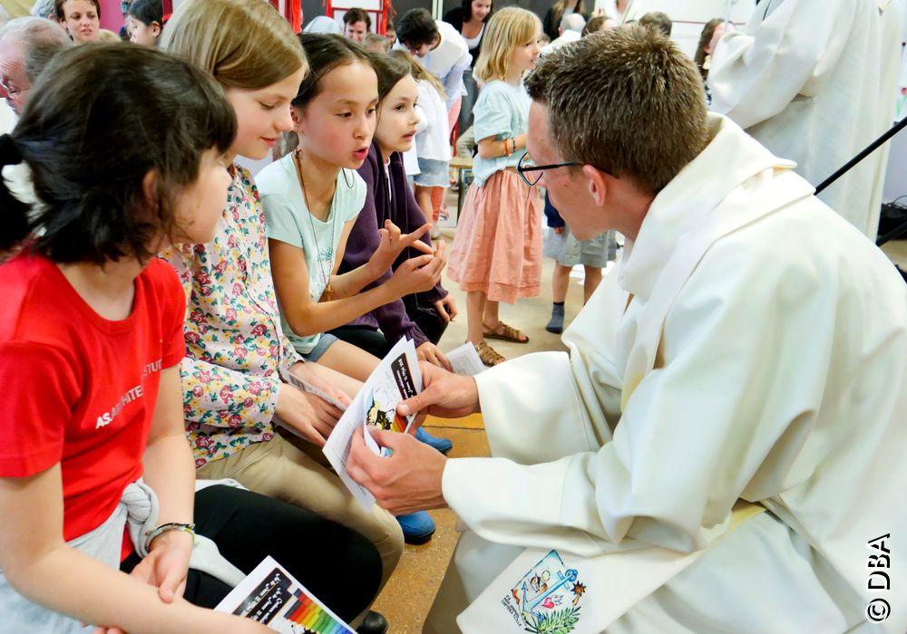Couleurs Salésiennes : réunis par région autour de Don Bosco